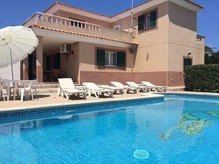 VILLA SIRENA. Casa de 250 m2 con piscina privada, barbacoa y entretenimiento