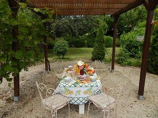 au soleil couchant  chambre d hotes avec jardin ombragé