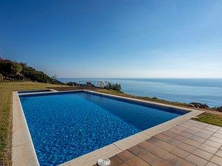 Apartamento con piscina en primera linea de mar