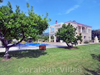 BeachFront Location - New Luxury Villa - Large Pool & Garden - Near to Amenities