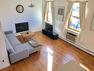 Spacious & Bright 3BR/2BA near subways, parks, restaurants, shops, & cafes