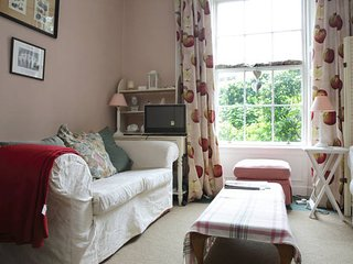 Cosy and Convenient with Garden View, Private Entrance.