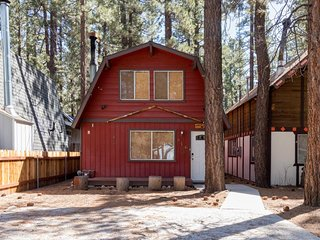 NEW LISTING! Cozy cabin w/free WiFi & shaded deck, downtown, near lake & skiing