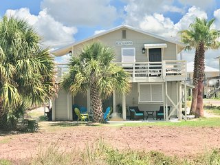 'Salty' of Sandy & Salty / 2BR 1BA Duplex / Pet Friendly! / Short Walk to Beach!