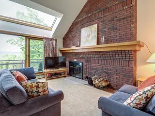 NEW LISTING! Ski-in/ski-out condo w/mountain view, shared pool, hot tub & tennis