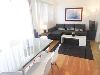 Ideally Located In South Beach Collins / 8th St.