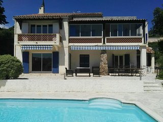 Beautiful 3 bedroom appartment in Villa with pool