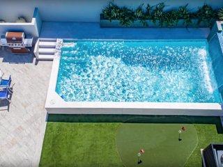 Brand New Hollywood Pool Villa, Celebrity Home!