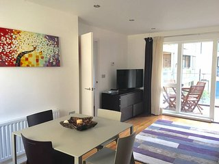 Modern flat in new development sleeps 4