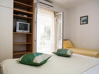 Three bedroom apartment Brela, Makarska (A-13052-b)