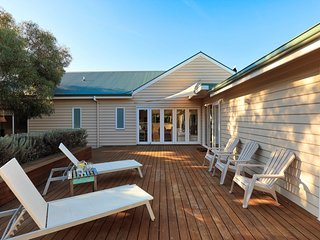 The Beach House - Quintessential Holiday House with open fireplace!