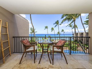 Hale Ono Loa  416 Breathtaking Views,!! Ocean Front, Whales and Sea Turtles!!