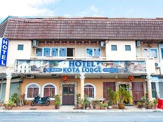 Kota Lodge Hotel - Room Twin Bed Attach Bathroom
