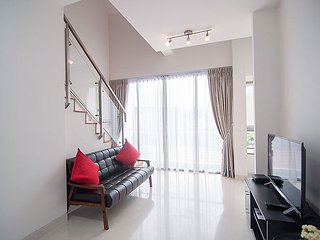 QUEENSTOWN 2-BED LOFT APARTMENT, SINGAPORE