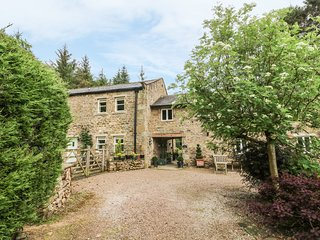 SPEN HOUSE luxury cottage, woodburning stove, en-suites in Bentham Ref 23242