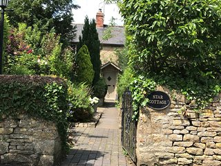 Star Cottage is a traditional Cotswold stone cottage in a beautiful village