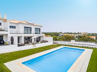 Luxury Contemporary 4 Bedroom Villa near Quinta do Lago, Algarve