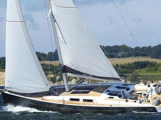 Velero privado en Ibiza con patron, chef y clases de navegacion