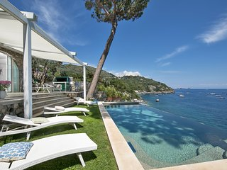 Splendid luxury VILLA IBISCUS overlooking the sea with infinity pool