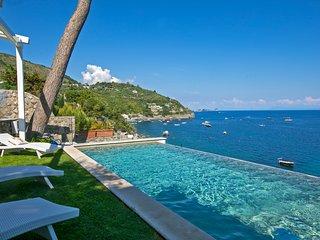 Splendid luxury VILLA IBISCUS overlooking the sea with infinity pool
