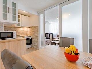 Apartment Eli - One Bedroom Apartment with Balcony