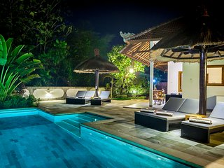 Lovina luxury poolvilla at a magnificent location!