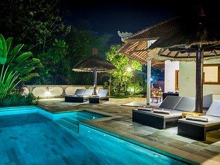 Lovina luxury poolvilla at a magnificent location!