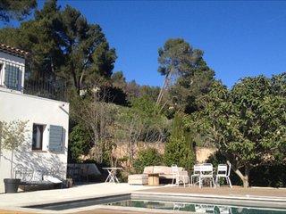 Aix en Provence, charmante maison avec piscine et jolie vue