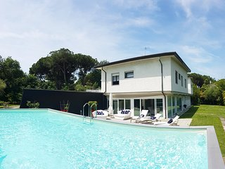Pool Villa close to the beach and center of Forte dei Marmi :)