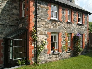 BRYN AWEL Traditional characterful cottage.4 miles from Betws y Coed.