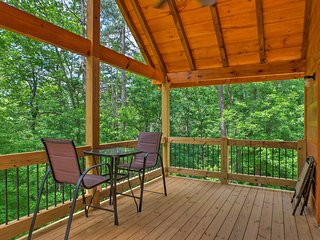 NEW! 'Wattee River Rapids' Ellijay Cabin w/ Deck!