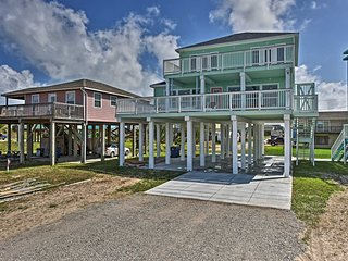 Custom-Built Surfside Beach Home - Walk to Beach!