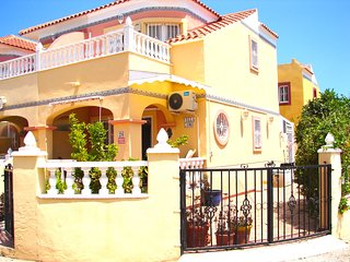 2 Bed House / A/C / Wi-Fi / 2 Pools - Cabo Roig 26
