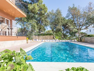 3 bedroom Apartment with Pool, WiFi and Walk to Beach & Shops - 5223570