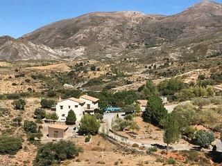 Hotel Rural con 7 habitaciones cada una con bano privado y 2 bungalows independi