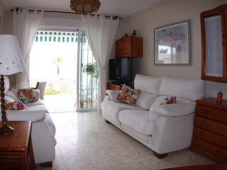 Precioso apartamento en primera linea de playa, con terraza con vistas al mar