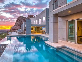 10 Million Dollar Mansion on Camelback- Private Resort, 8 bedrooms with Theater!