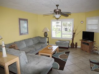 Colony Reef 1207, 3 Bedrooms, Sleeps 6, Steps to Beach, 2 Pools, WIFI