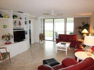 Luxury 3 Bedroom, 2 Bath - Ocean Front Upgraded Condo, Extra Large Balcony