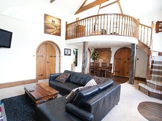Chapel Conversion:Entire House - Sleeps 4! WI-FI & Parking