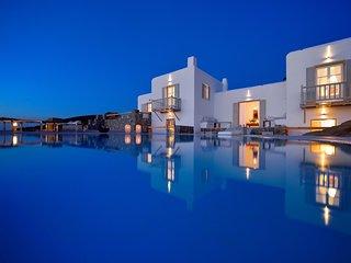 Villa Juliet, beautiful beachfront villa in Mykonos with amazing sunset view