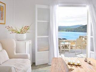 Villa Juliet, beautiful beachfront villa in Mykonos with amazing sunset view