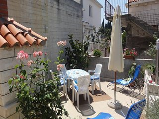 Apartment Bungevilla - Three Bedroom Apartment with Patio