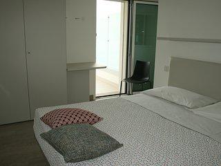 Camera con ampia terrazza a Rimini a due passi dal mare: completamente nuova!