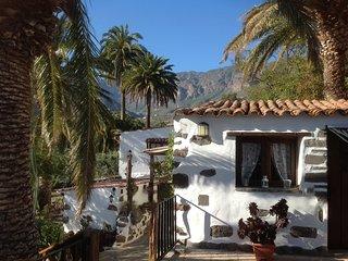 La Casita de La Rueda, verdadero paraiso exotico en plena caldera volcanica.