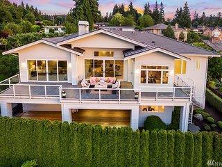 Luxury Lake & City View Bellevue Home (Movie&Gym)