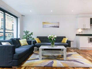 Spacious and Stylish 2 Bed/2 Bath Flat in Camden