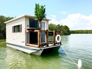 The Shark Pup - Peaceful, Anchored out Houseboat. Comes with Dinghy