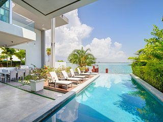 Your own modern paradise on the water, Must seen!