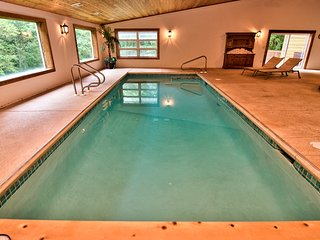 ★Private INDOOR POOL open 365 days/year~Real Sauna~Outdoor Hot Tub~GameRoom~PS4★